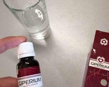 Капли Гипериум от ад в руках